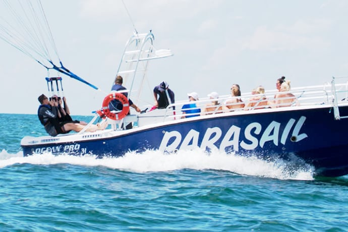 Parasail Englewood observer group boat